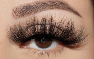 25mm mink lashes on the eye